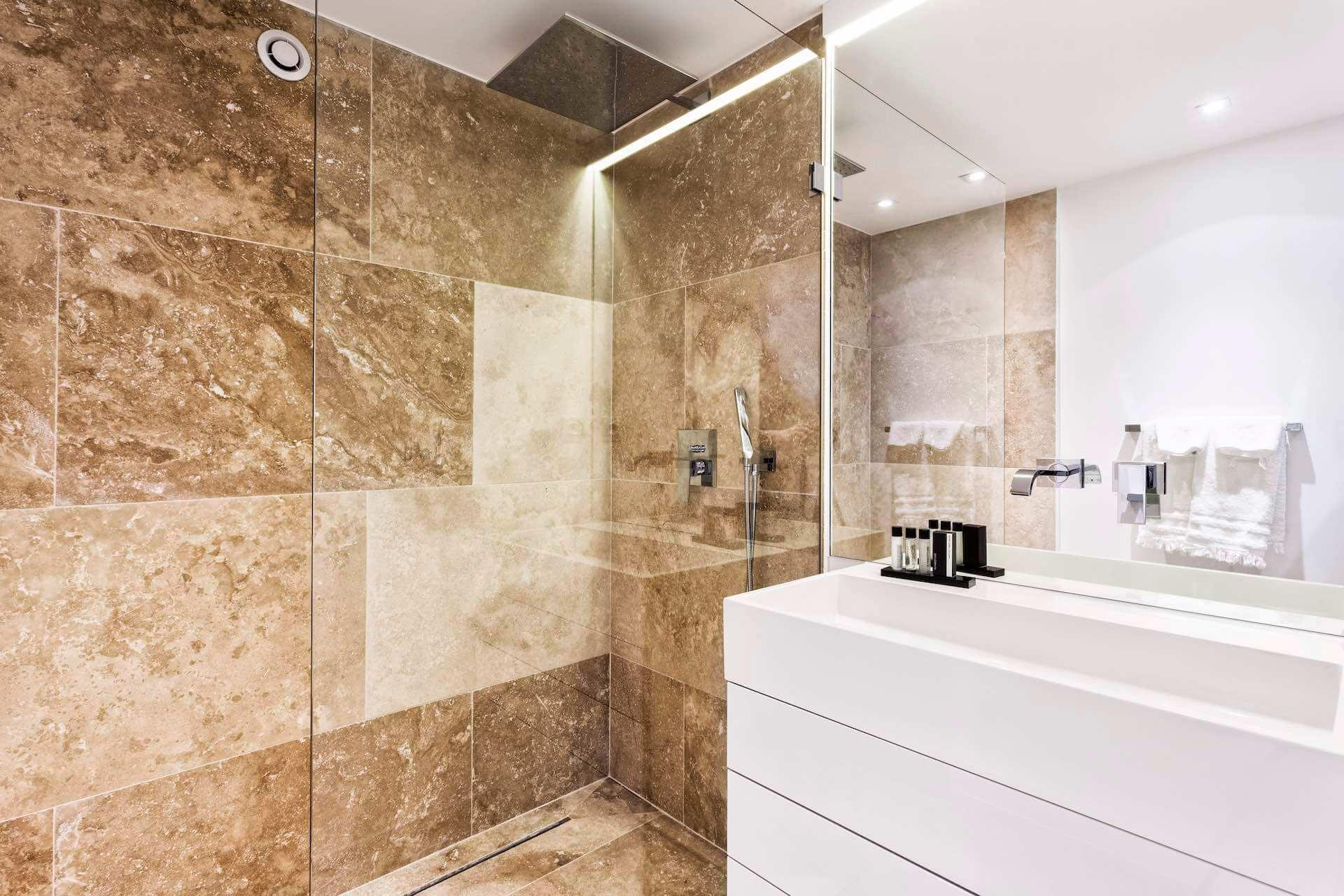 Villa Colibri bathroom shower