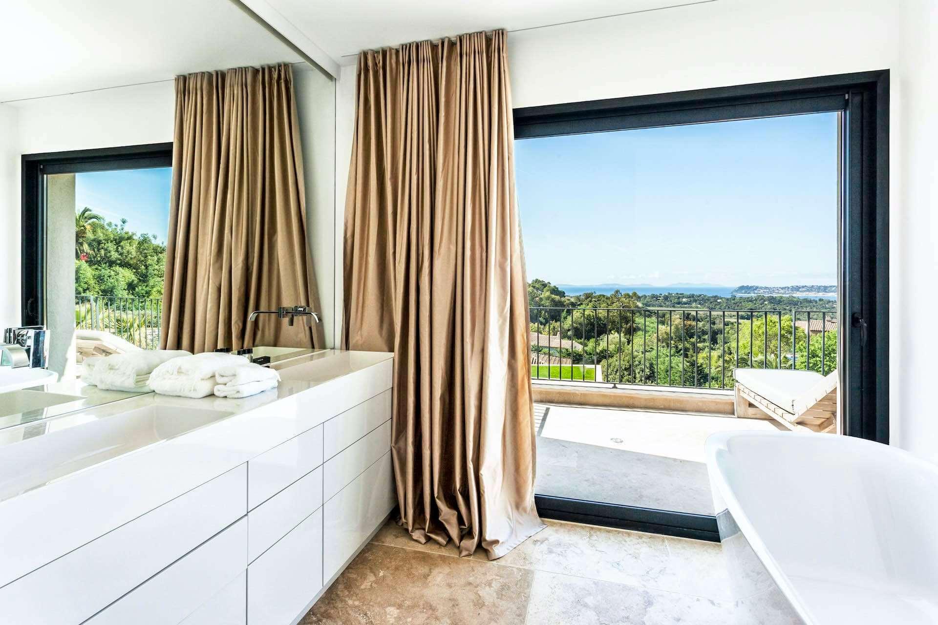 Villa bathroom with ocean view